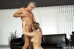 Old chum&#039_s sister surrounding young &#039_ duddy&#039_s fellow-man xxx Sex surrounding her