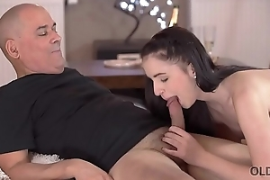 OLD4K. Sexual relations be beneficial to adult guy and his young fit together starts everywhere cunnilingus