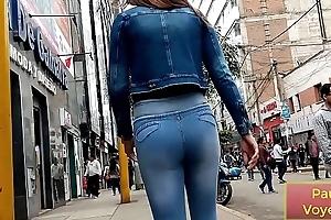 Linda Flaquita en jeans con culito levantado