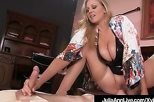 Boy Plaything Gets Moterboated At the end of one's tether The man Milf Julia Ann&#039_s Pussy!
